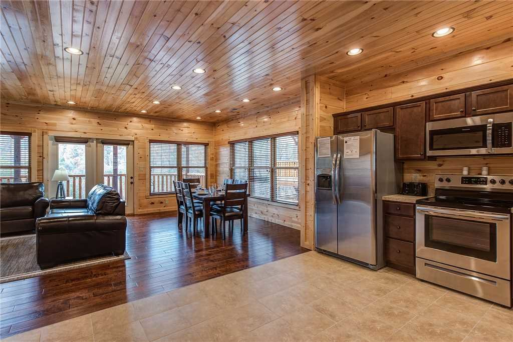 Photo of a Gatlinburg Cabin named Majestic Manor - This is the eighth photo in the set.
