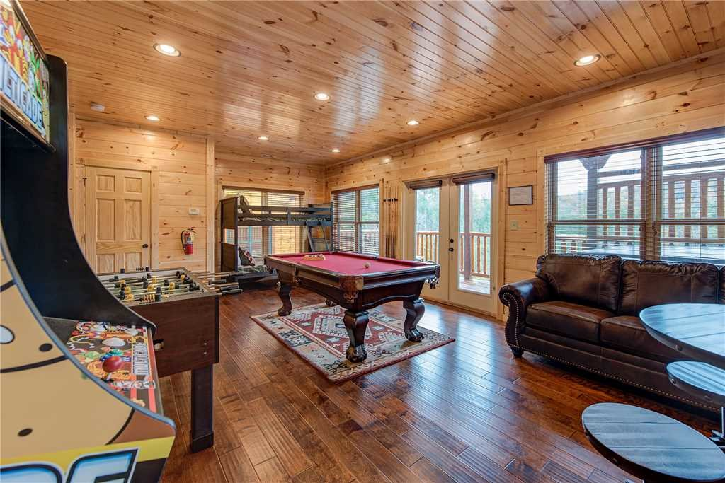 Photo of a Gatlinburg Cabin named Majestic Manor - This is the eleventh photo in the set.