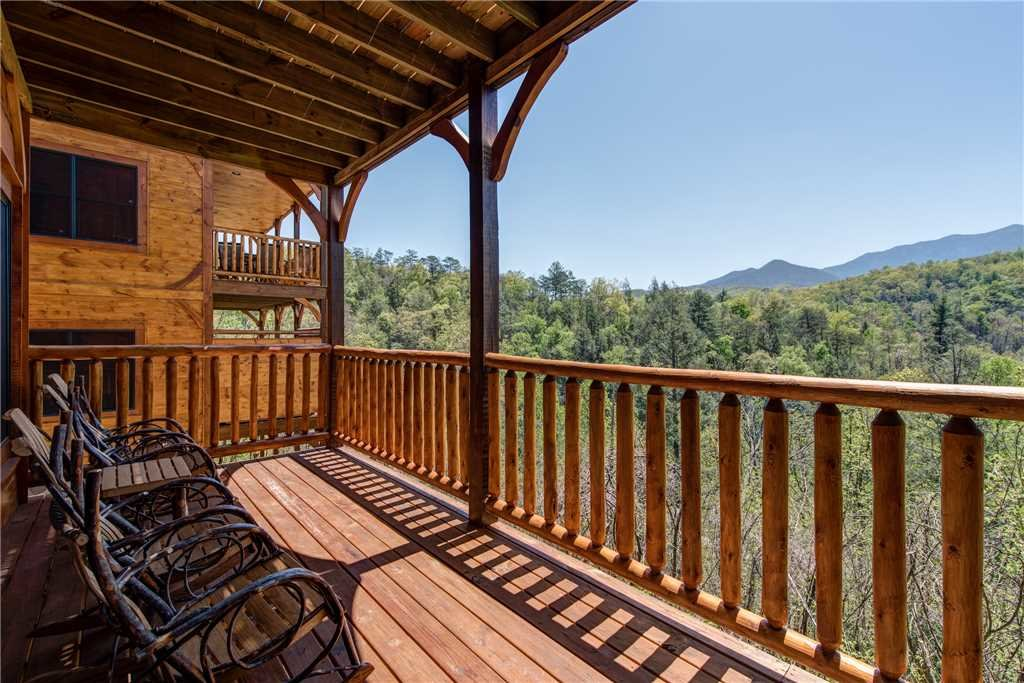 Photo of a Gatlinburg Cabin named Majestic Manor - This is the twenty-fourth photo in the set.