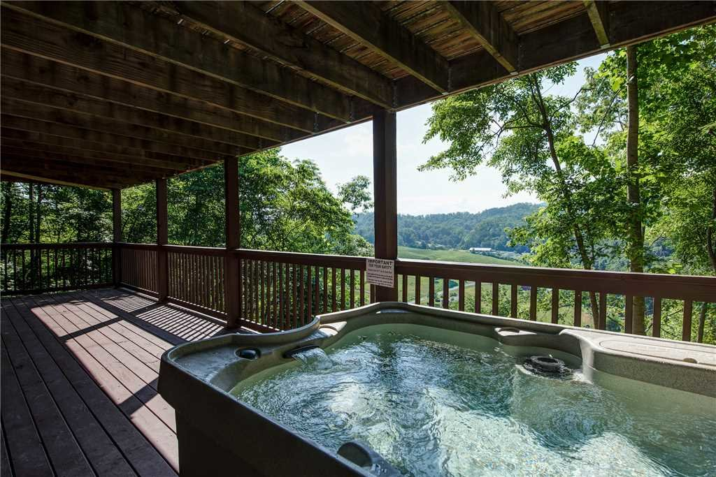 Photo of a Pigeon Forge Cabin named Scenic Solitude - This is the second photo in the set.