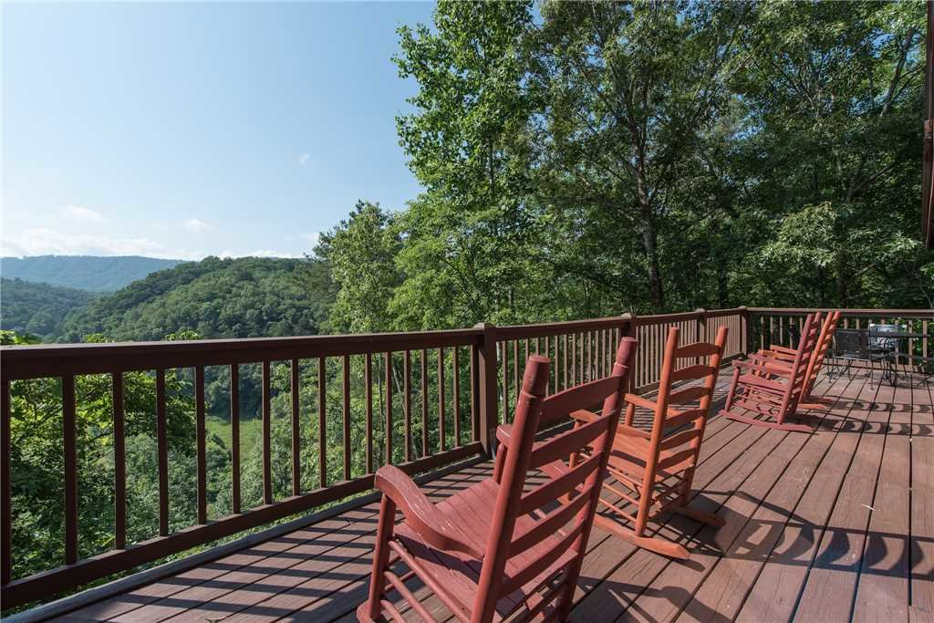 Photo of a Pigeon Forge Cabin named Scenic Solitude - This is the first photo in the set.