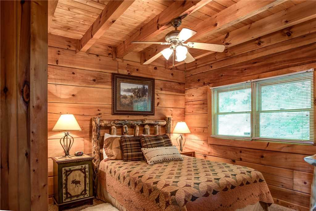 Photo of a Pigeon Forge Cabin named Scenic Solitude - This is the fifteenth photo in the set.
