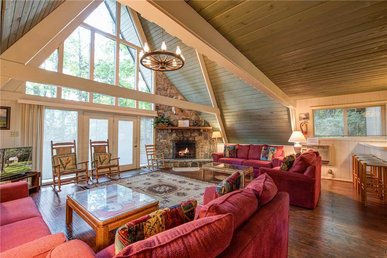 Echota, 4 Bedrooms, Wood Fireplace, Resort Pool, Wifi, Hot Tub, Sleeps 10