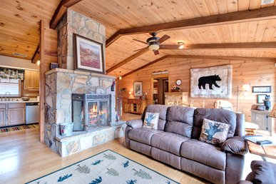 Resting Bears, 3 Bedrooms, Pool, Golf, Hot Tub, View, Fireplace, Sleeps 8