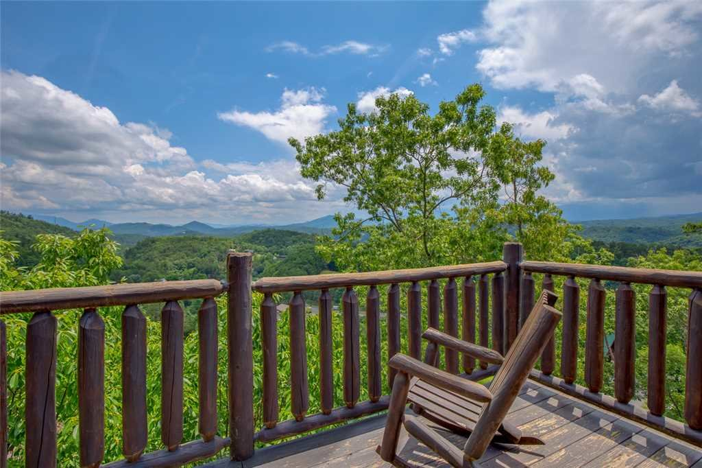 Photo of a Pigeon Forge Cabin named Mountain View Escape - This is the second photo in the set.