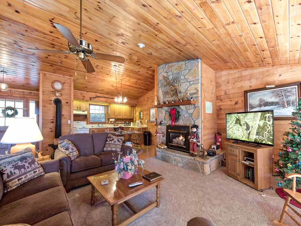 Photo of a Gatlinburg Cabin named Alpine Windsong - This is the second photo in the set.