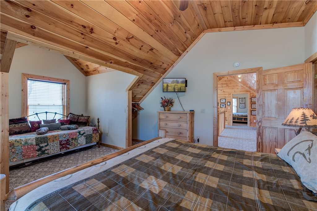 Photo of a Gatlinburg Cabin named Dancing Bear Lodge - This is the twenty-second photo in the set.