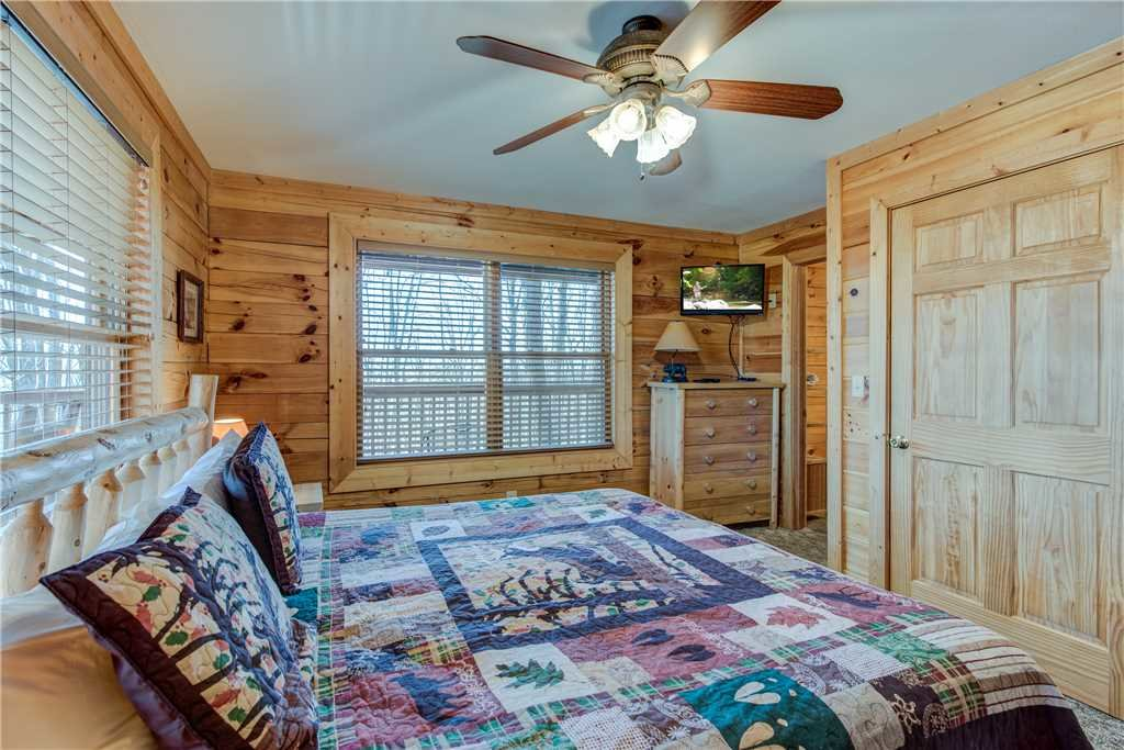 Photo of a Gatlinburg Cabin named Dancing Bear Lodge - This is the sixteenth photo in the set.
