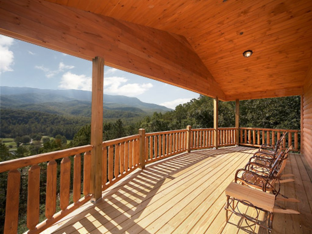 Photo of a Gatlinburg Cabin named The 19th Hole - This is the twentieth photo in the set.
