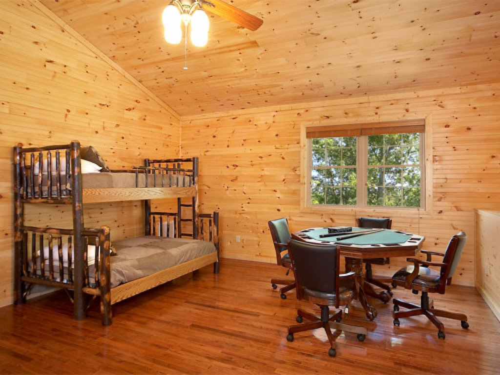 Photo of a Gatlinburg Cabin named The 19th Hole - This is the nineteenth photo in the set.