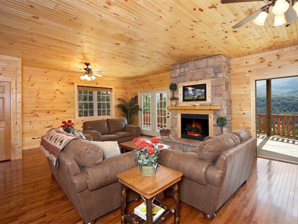 Photo of a Gatlinburg Cabin named The 19th Hole - This is the first photo in the set.