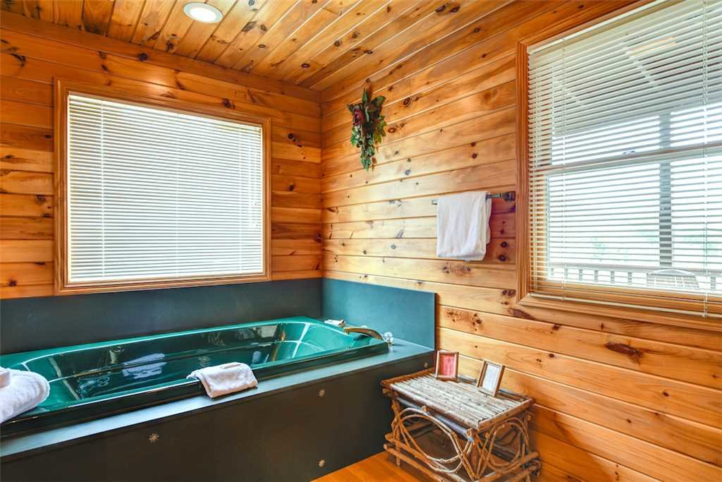 Photo of a Gatlinburg Cabin named God's Little Acre - This is the fourteenth photo in the set.