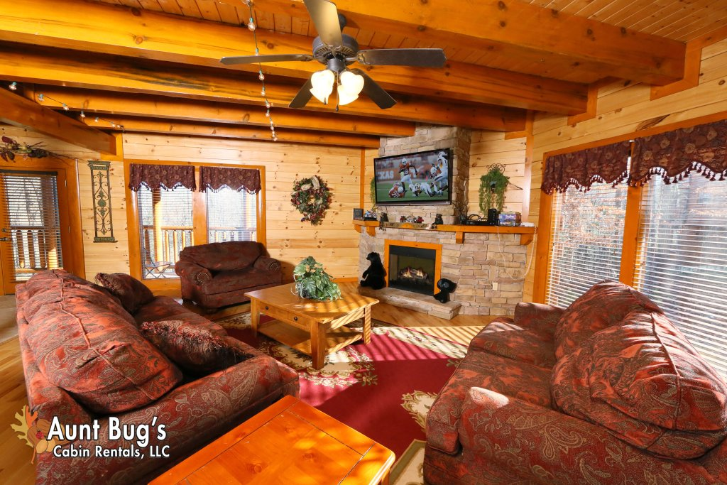 Photo of a Gatlinburg Cabin named Swimmin With Bears #375 - This is the seventh photo in the set.