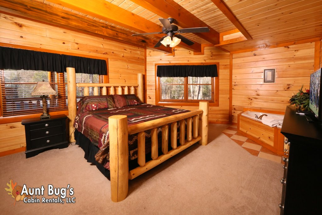 Photo of a Gatlinburg Cabin named Swimmin With Bears #375 - This is the twenty-eighth photo in the set.