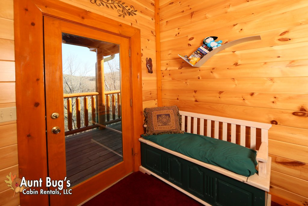 Photo of a Gatlinburg Cabin named Swimmin With Bears #375 - This is the nineteenth photo in the set.