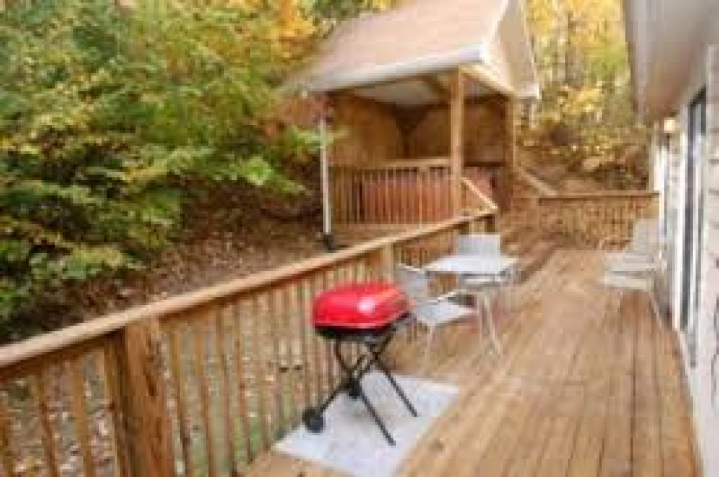 Photo of a Gatlinburg Cabin named Bear's Delight - 320 - This is the second photo in the set.