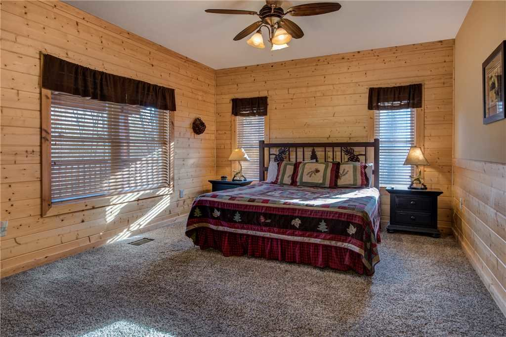 Photo of a Pigeon Forge Cabin named Hickory Hollow Lodge - This is the eighteenth photo in the set.