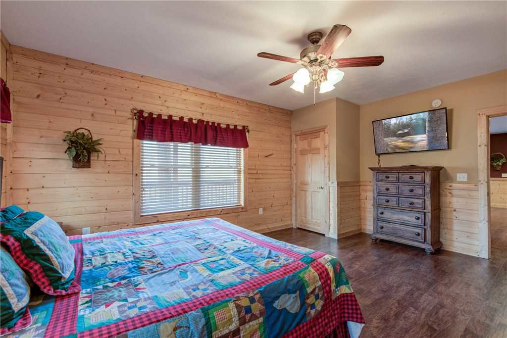 Photo of a Pigeon Forge Cabin named Hickory Hollow Lodge - This is the thirty-first photo in the set.