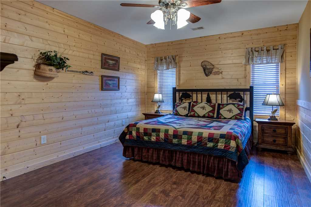 Photo of a Pigeon Forge Cabin named Hickory Hollow Lodge - This is the thirty-third photo in the set.