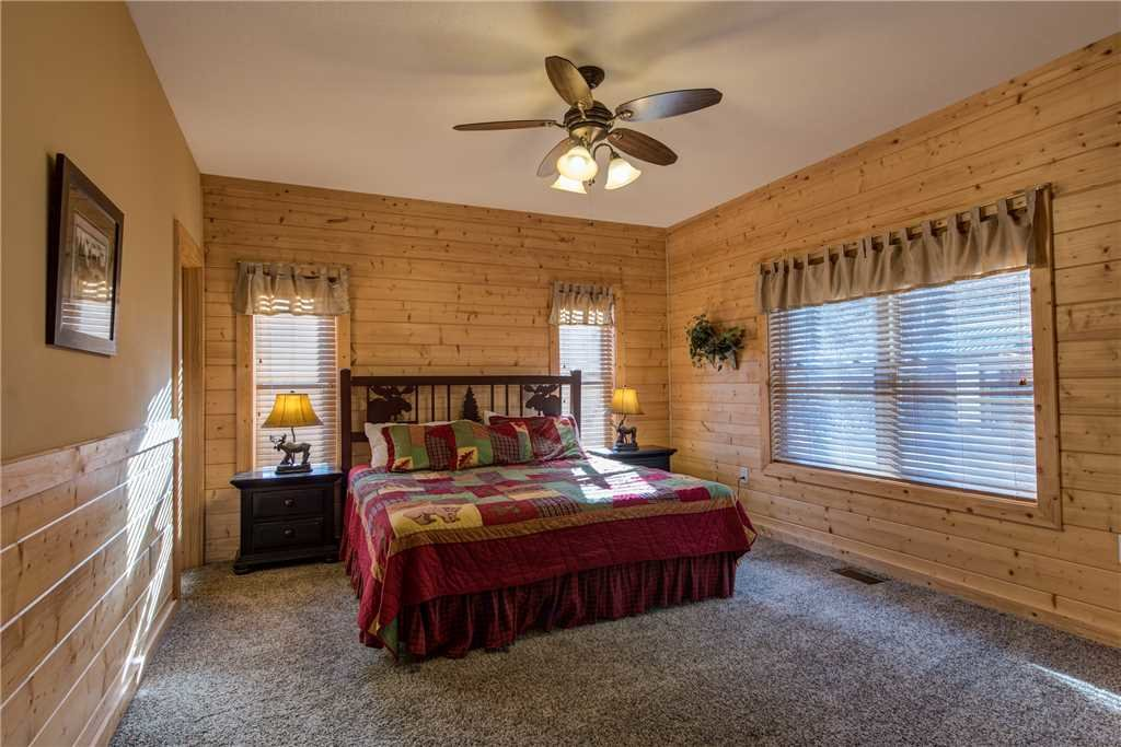 Photo of a Pigeon Forge Cabin named Hickory Hollow Lodge - This is the twenty-first photo in the set.