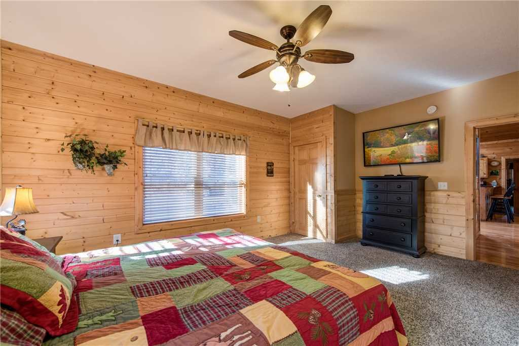 Photo of a Pigeon Forge Cabin named Hickory Hollow Lodge - This is the twenty-second photo in the set.