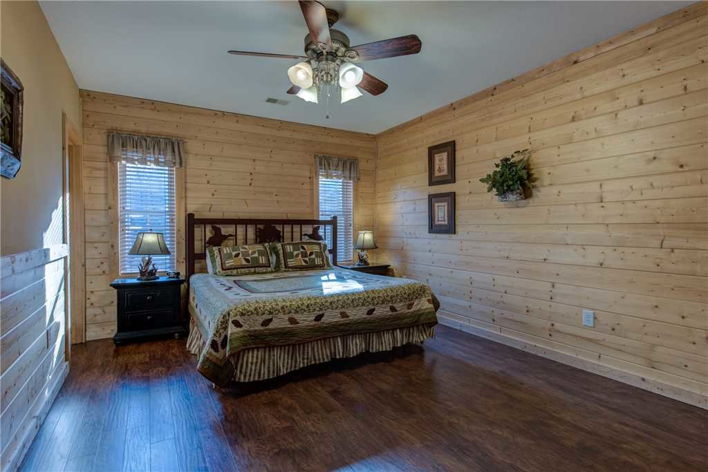 Photo of a Pigeon Forge Cabin named Hickory Hollow Lodge - This is the twenty-fourth photo in the set.