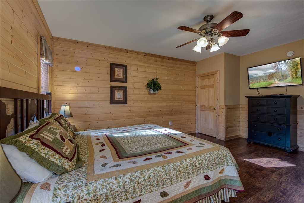 Photo of a Pigeon Forge Cabin named Hickory Hollow Lodge - This is the twenty-fifth photo in the set.