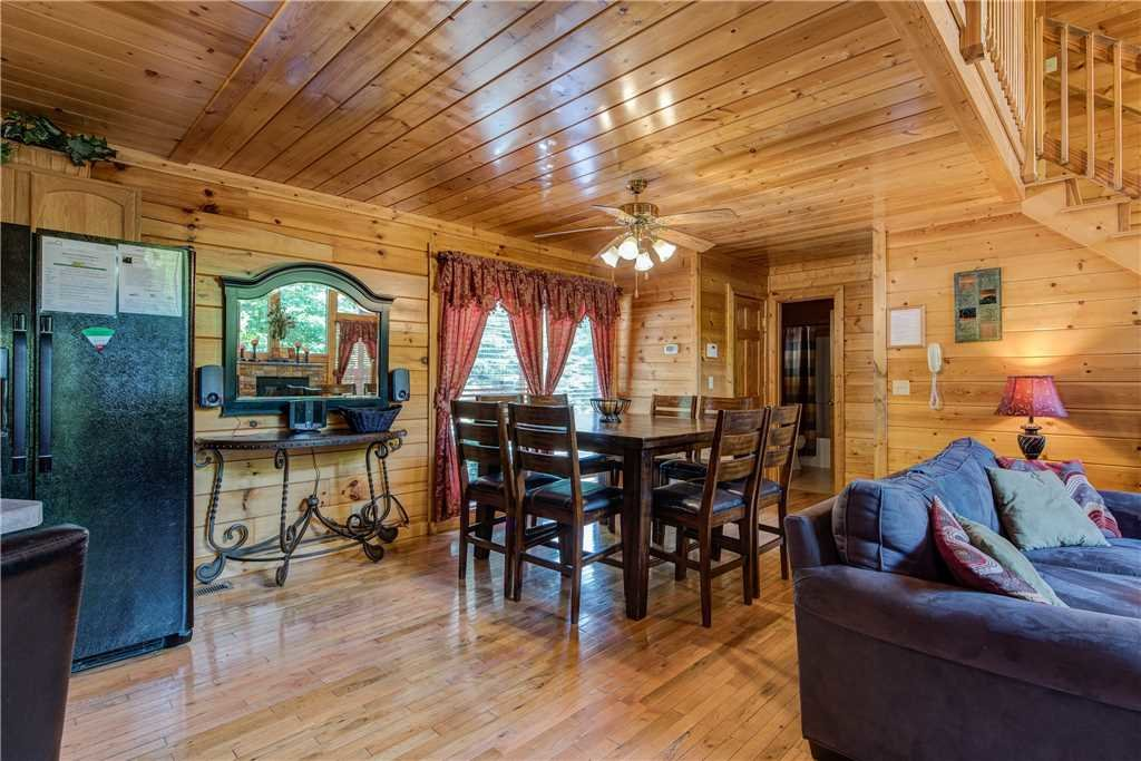Photo of a Pigeon Forge Cabin named Simple Elegance - This is the sixth photo in the set.