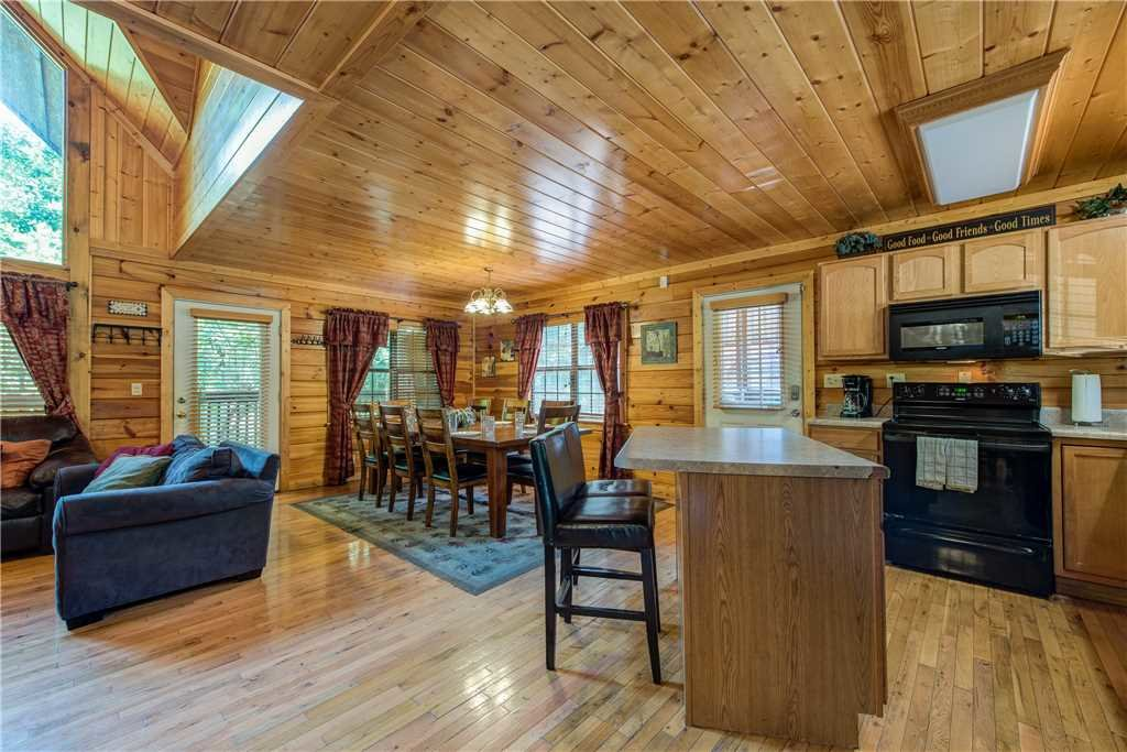 Photo of a Pigeon Forge Cabin named Simple Elegance - This is the eighth photo in the set.