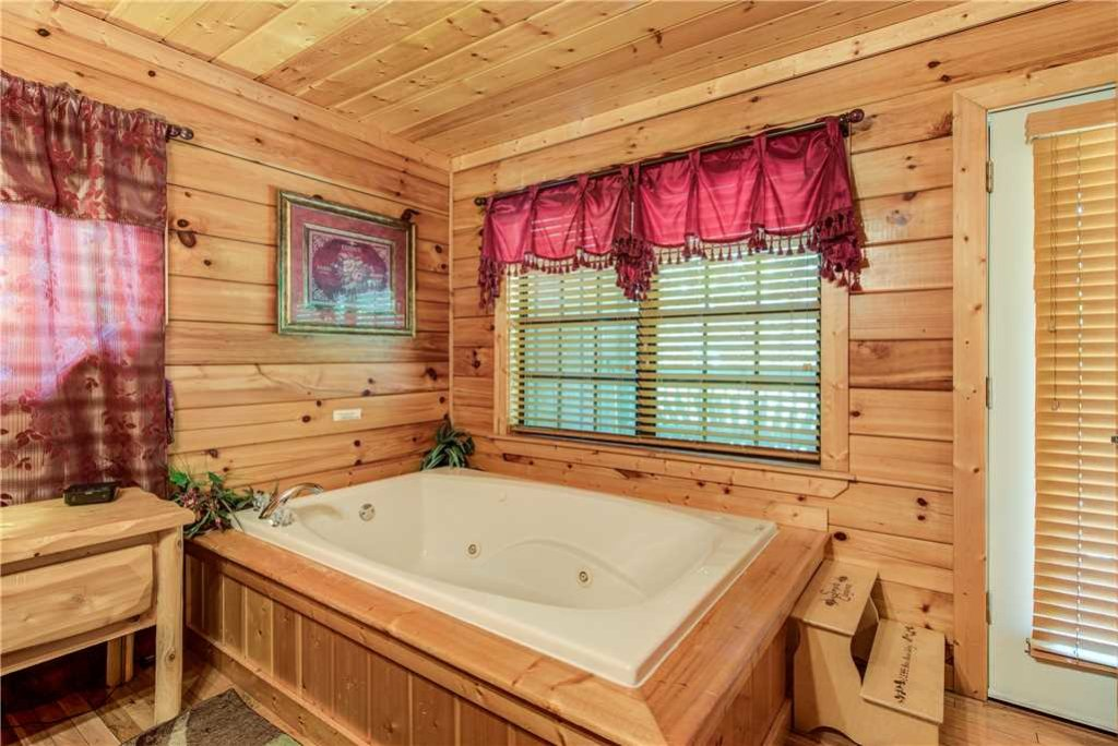Photo of a Pigeon Forge Cabin named Simple Elegance - This is the sixteenth photo in the set.