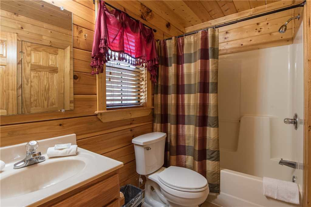 Photo of a Pigeon Forge Cabin named Simple Elegance - This is the seventeenth photo in the set.