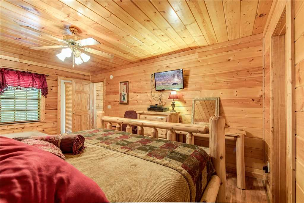 Photo of a Pigeon Forge Cabin named Simple Elegance - This is the fifteenth photo in the set.