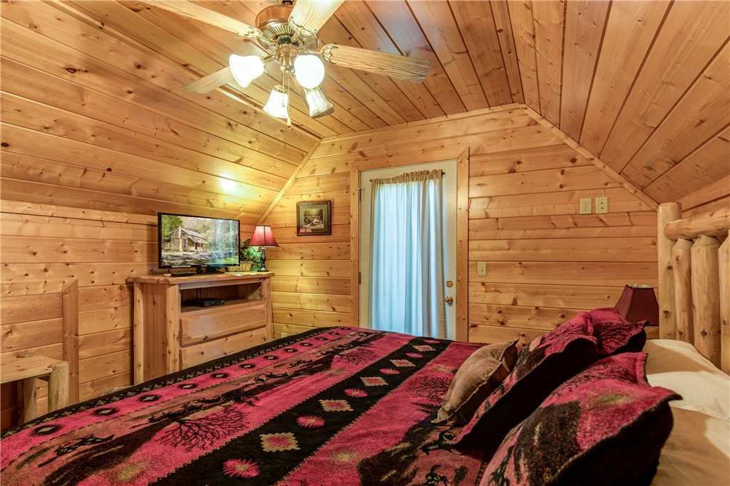 Photo of a Pigeon Forge Cabin named Simple Elegance - This is the eighteenth photo in the set.