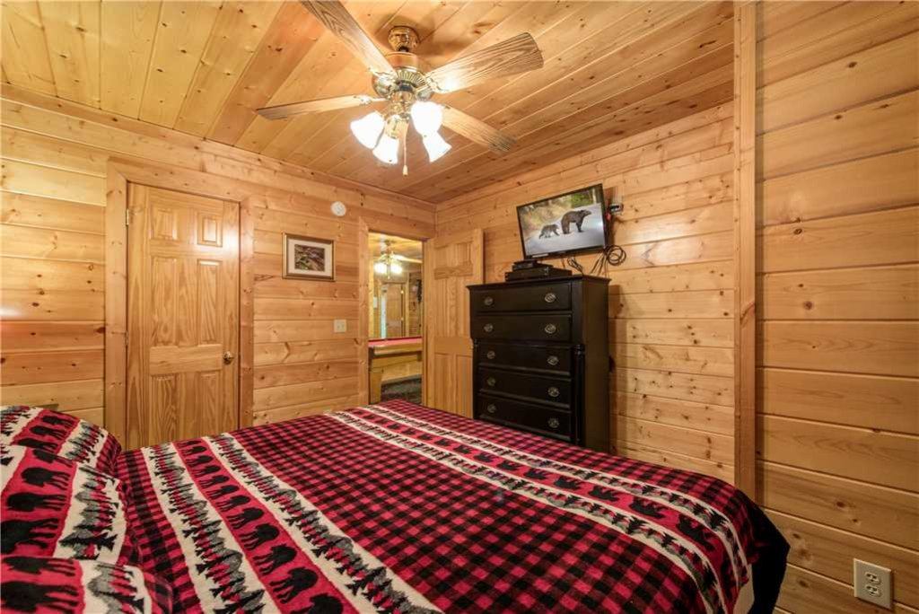 Photo of a Pigeon Forge Cabin named Simple Elegance - This is the twenty-second photo in the set.