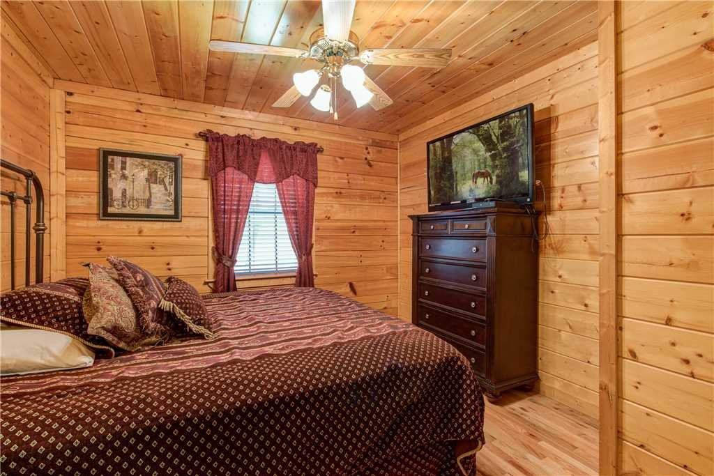 Photo of a Pigeon Forge Cabin named Simple Elegance - This is the twenty-seventh photo in the set.