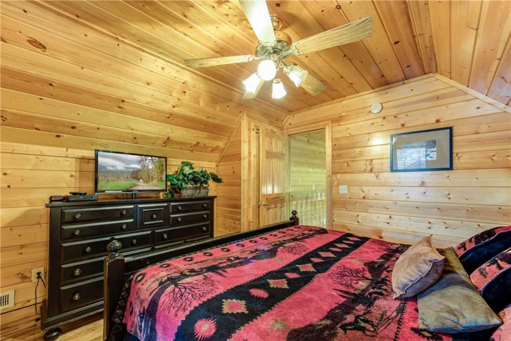 Photo of a Pigeon Forge Cabin named Simple Elegance - This is the twenty-fifth photo in the set.