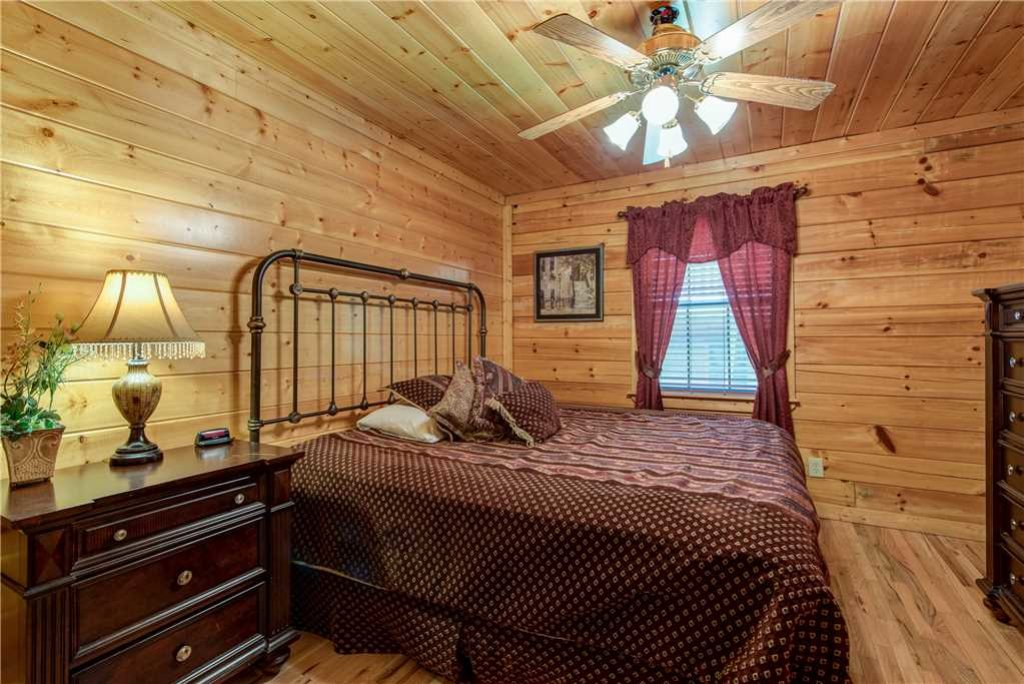 Photo of a Pigeon Forge Cabin named Simple Elegance - This is the twenty-sixth photo in the set.
