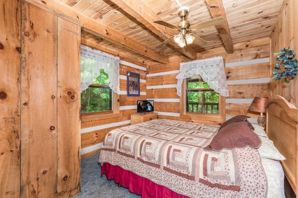 Photo of a Pigeon Forge Cabin named Simply Serene - 201 - This is the twelfth photo in the set.