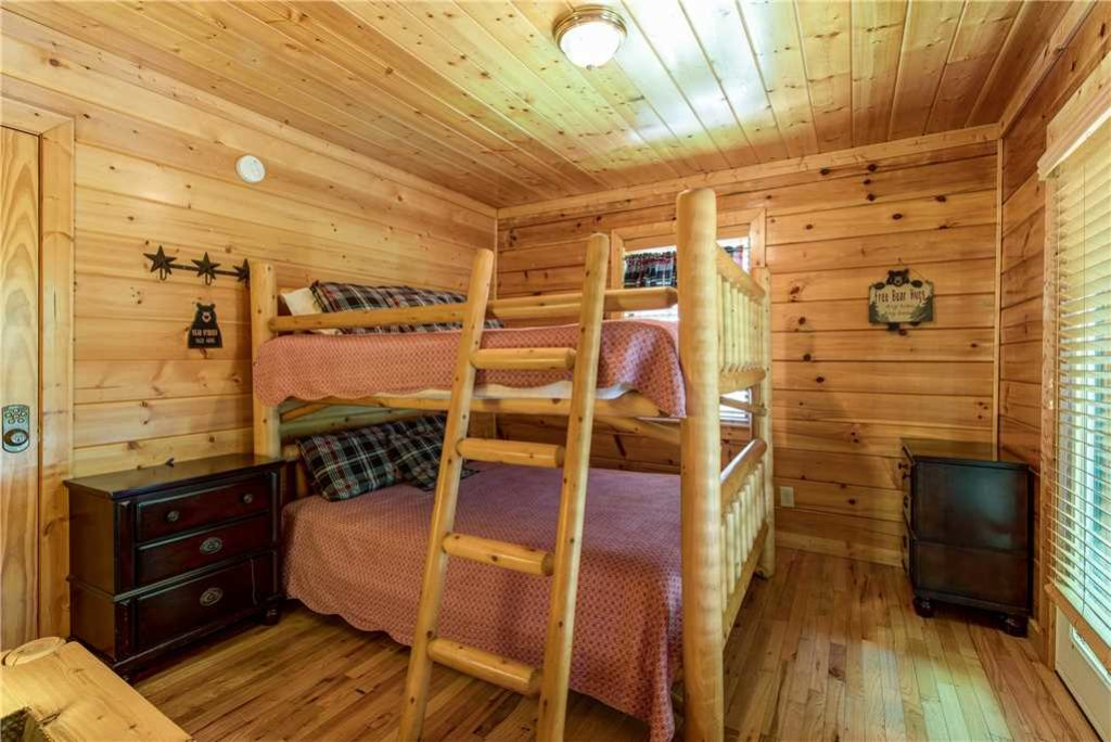 Photo of a Pigeon Forge Cabin named Simple Elegance - This is the twenty-eighth photo in the set.