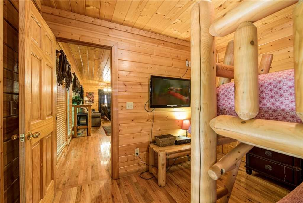 Photo of a Pigeon Forge Cabin named Simple Elegance - This is the twenty-ninth photo in the set.