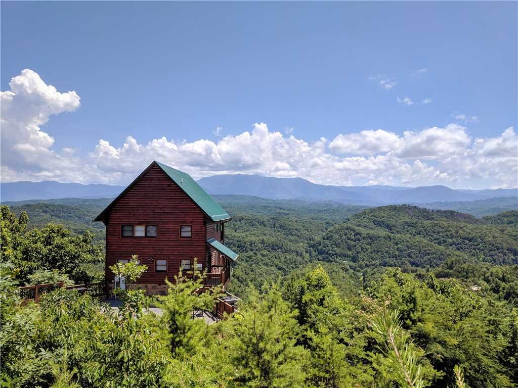 Photo of a Pigeon Forge Cabin named Amidst The Beauty - This is the first photo in the set.