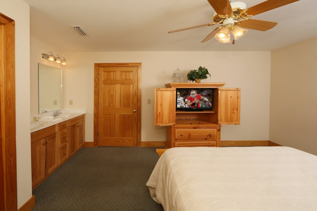 Photo of a Pigeon Forge Cabin named Oak Tree Lodge (#3) - This is the twelfth photo in the set.