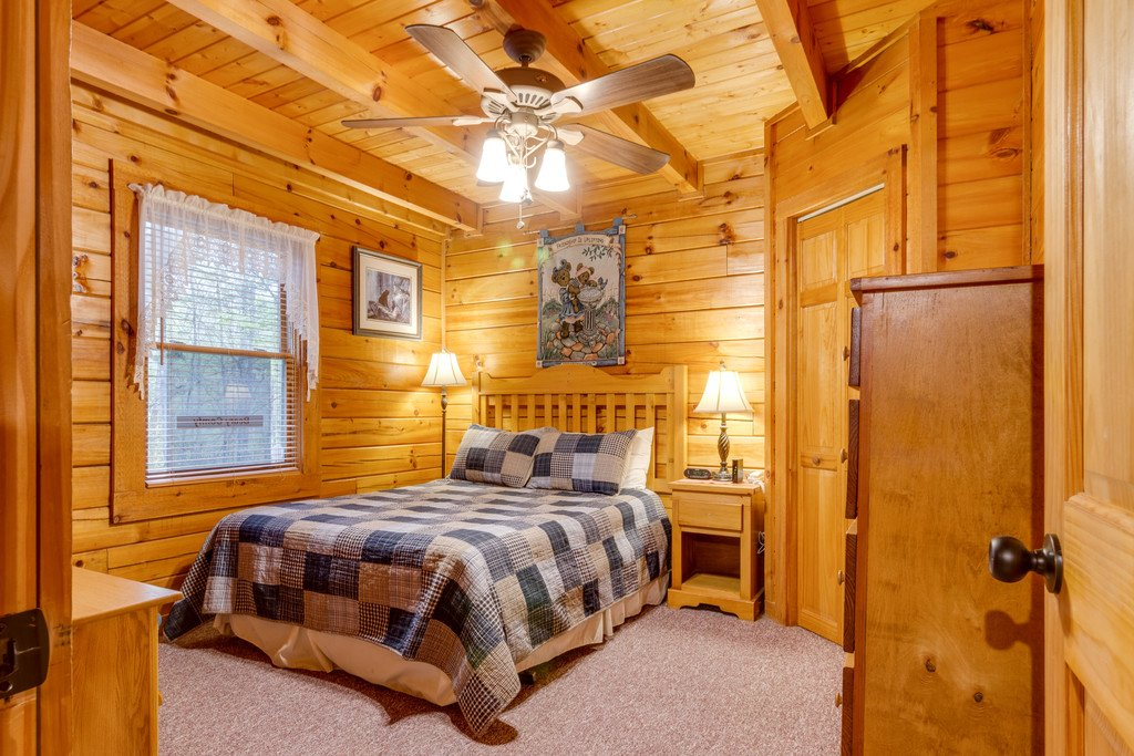 Photo of a Gatlinburg Cabin named Beary Comfy - This is the twentieth photo in the set.