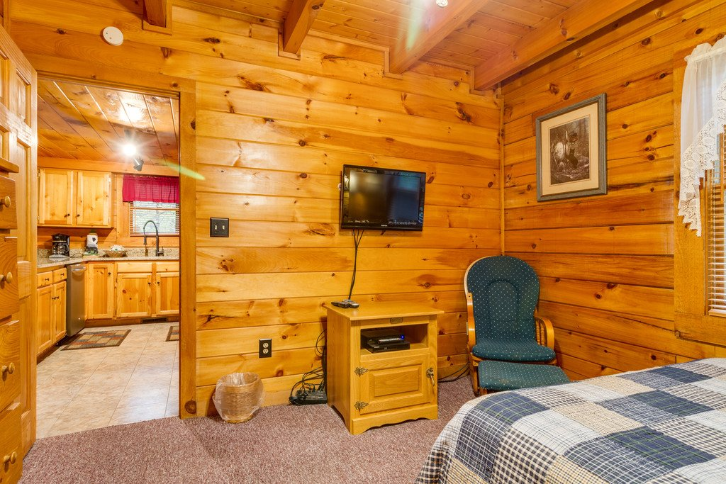 Photo of a Gatlinburg Cabin named Beary Comfy - This is the twenty-second photo in the set.