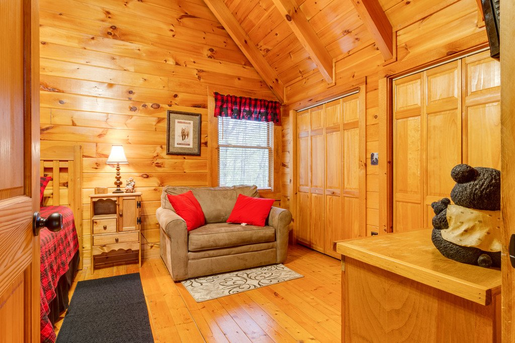 Photo of a Gatlinburg Cabin named Beary Comfy - This is the twenty-ninth photo in the set.