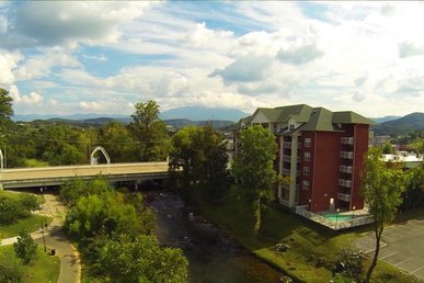 2 Br On 4th Floor Overlooking Little Pigeon River