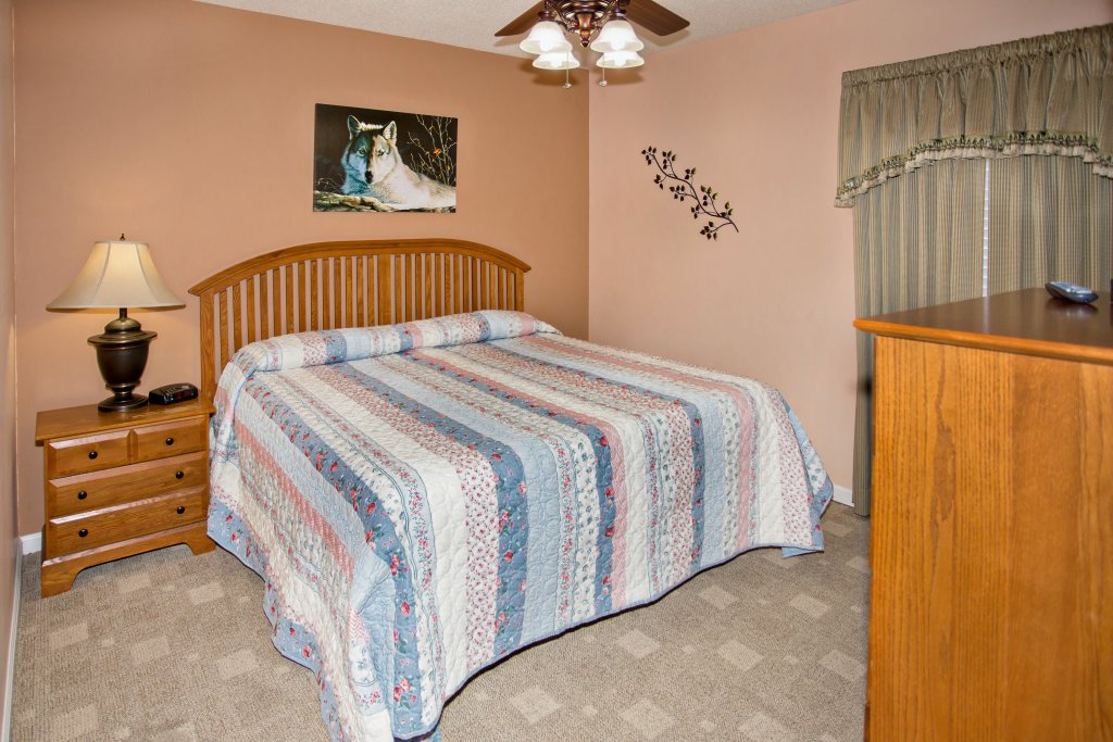 Photo of a Pigeon Forge Condo named Bear Crossing 403 - This is the twenty-second photo in the set.