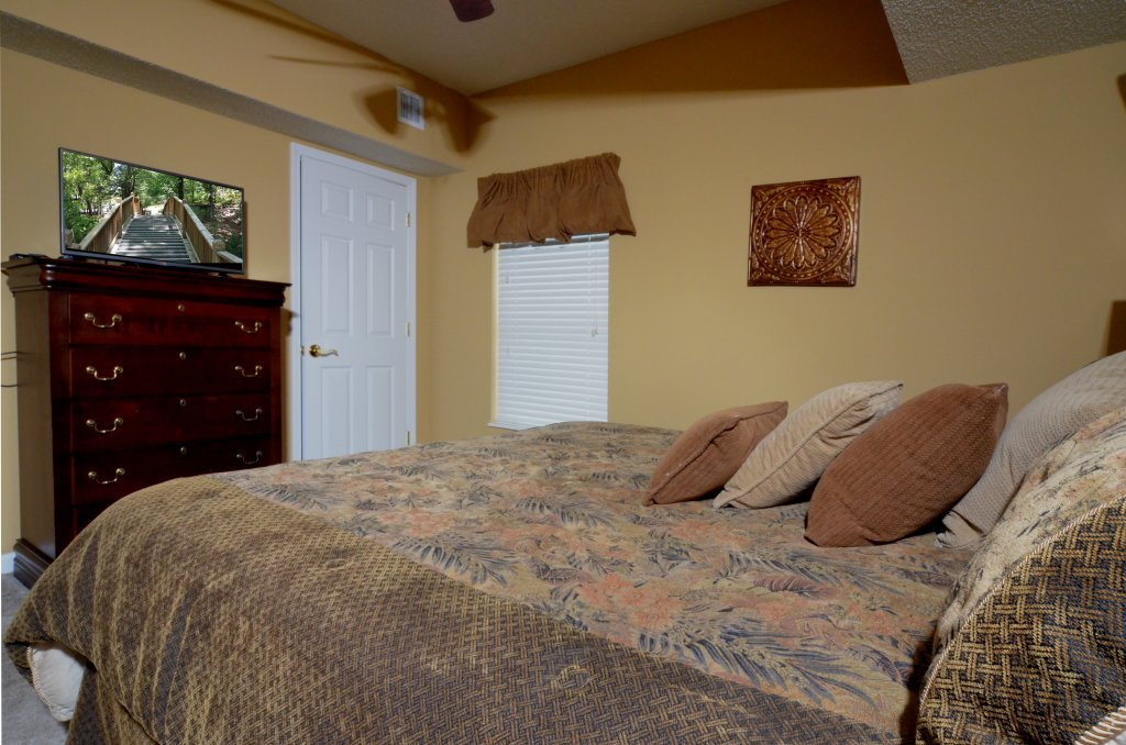 Photo of a Pigeon Forge Condo named Bear Crossing 402 - This is the twenty-second photo in the set.