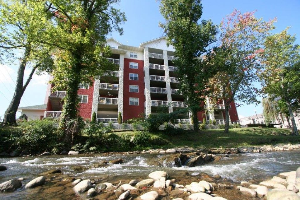 Photo of a Pigeon Forge Condo named Bear Crossing 402 - This is the second photo in the set.