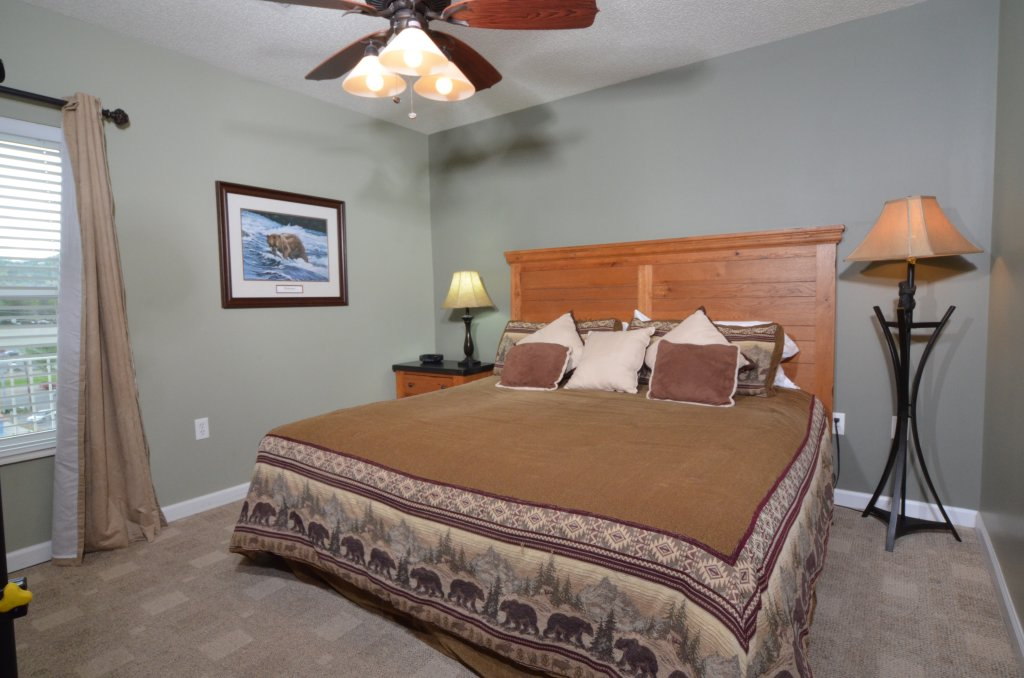 Photo of a Pigeon Forge Condo named Bear Crossing 502 - This is the twenty-second photo in the set.